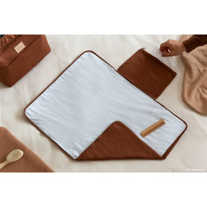 Tapis à langer imperméable Baby on the go - Clay Brown